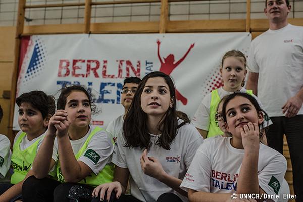 未来を見つめている難民選手団|国連UNHCR協会