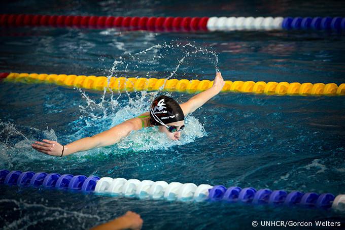写真:水泳をするユスラ